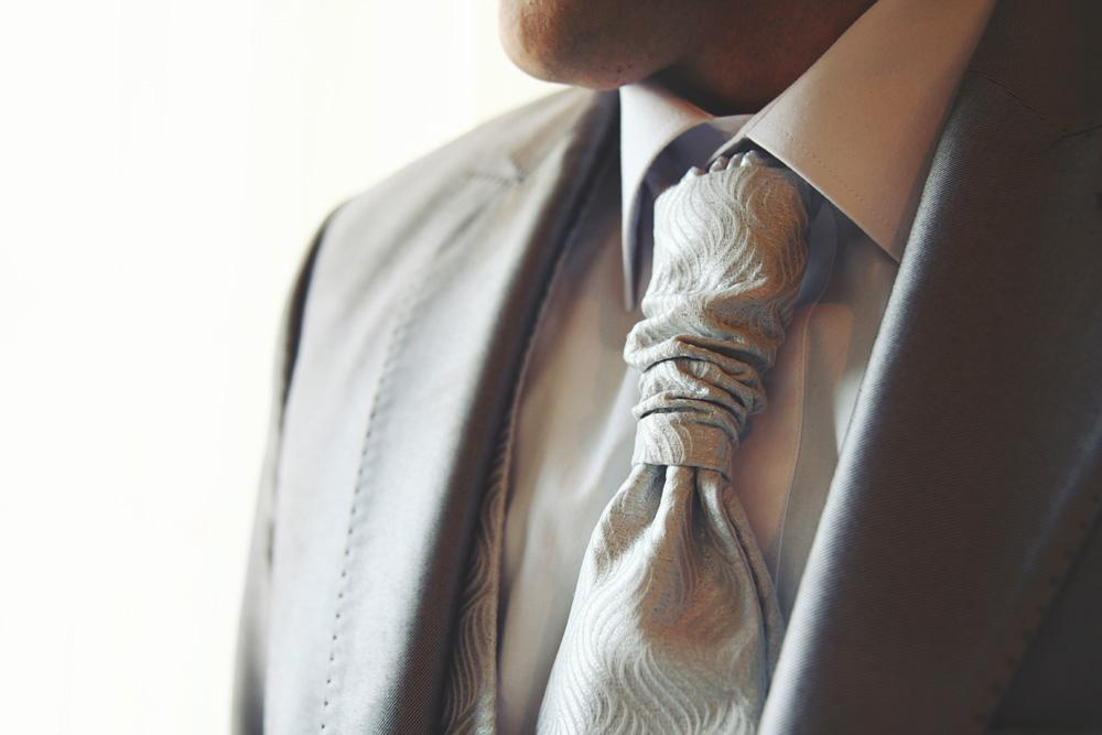 Luxury Bride - Luxury tie detail