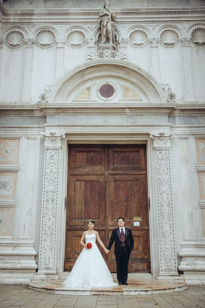 Couple posing in front of a building in Venice