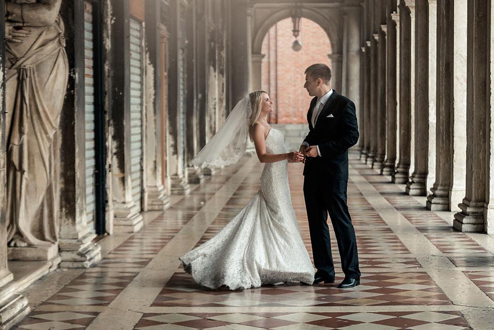 Couple under the arcades in Venice