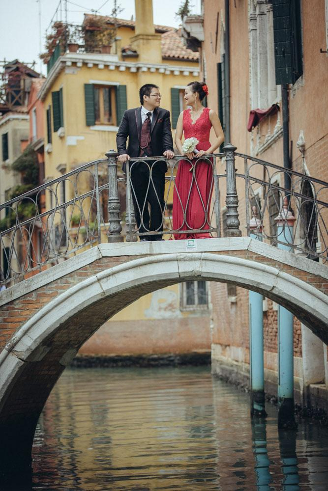 Couple posing on a bridge in Venice