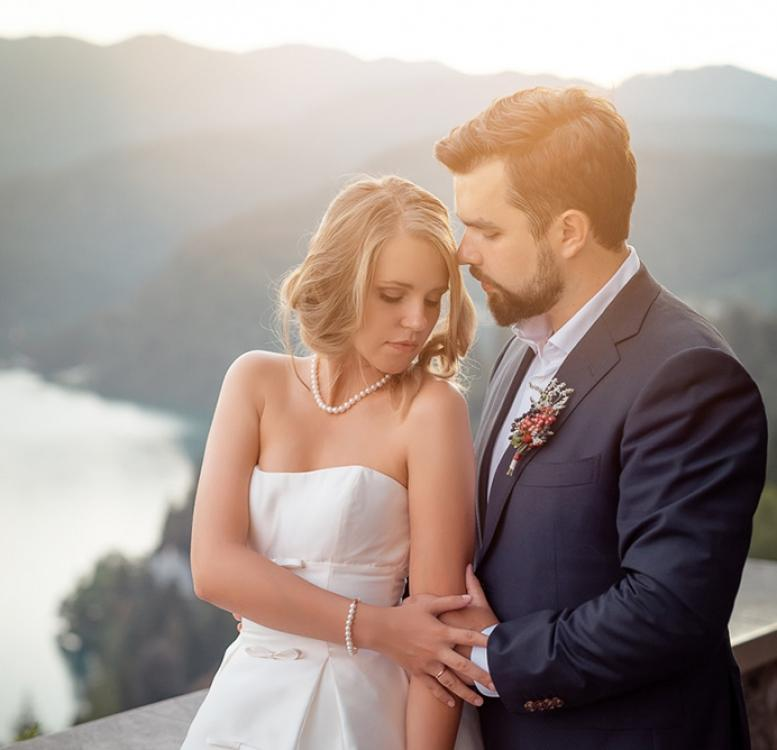 Couple posing for pre-wedding photography in Bled