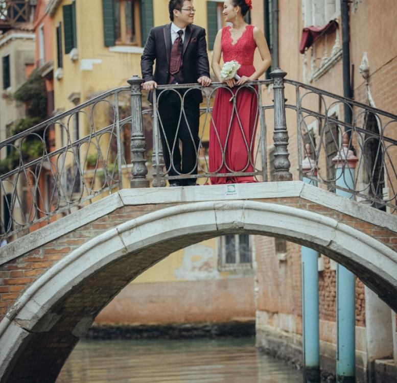Couple posing on a bridge in Venice