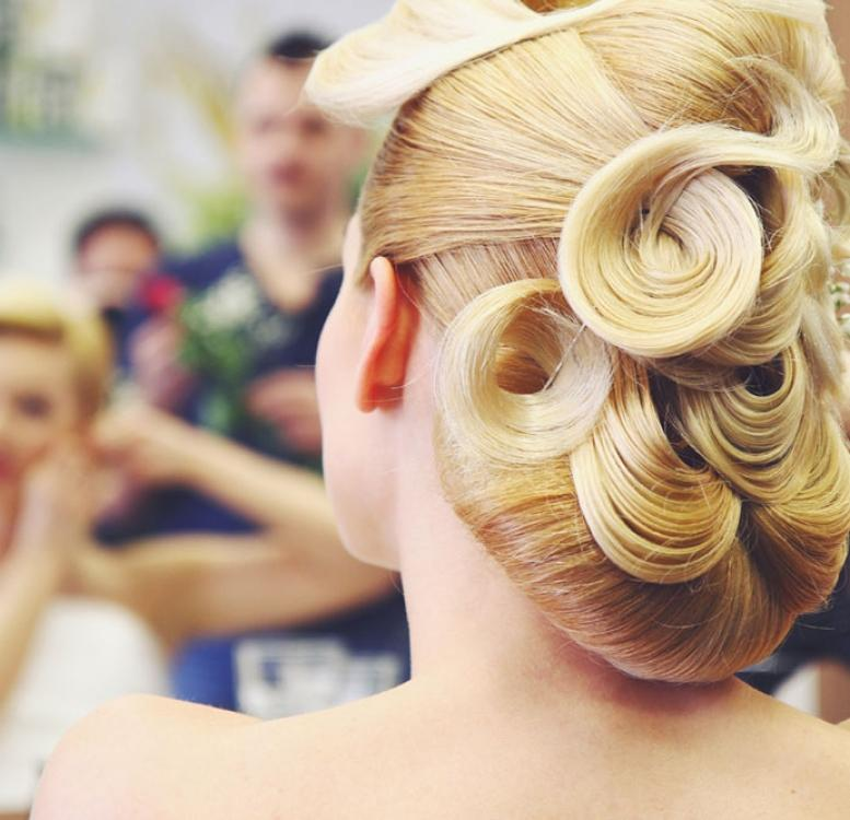 Luxury Bride - Blonde bride with luxury hairstyle