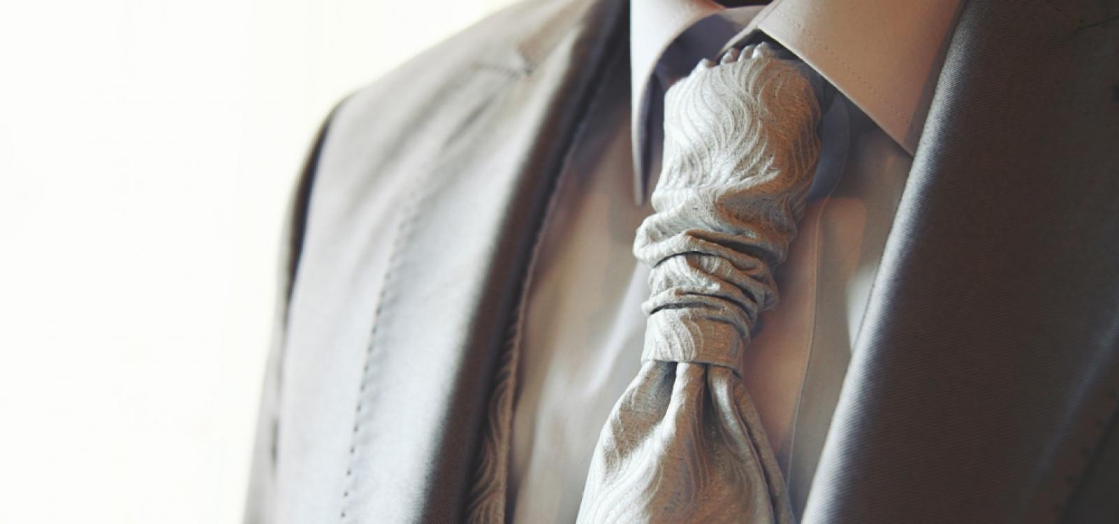 Luxury Bride - Luxury tie detail